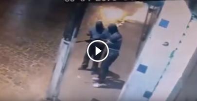 Ladrão foi roubar banco com AK47 e se enrolou todo na hora de usar
