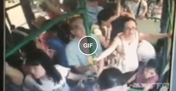 Um sujeito decidiu botar fogo no meio de um ônibus lotado na China