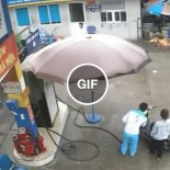Câmeras flagram The Flash, passando por um posto de combustível no Vietnã