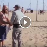 Atleta disfarçado de idoso surpreende geral na praia
