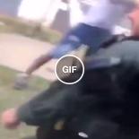 Metralharam os policias com arminha de agua